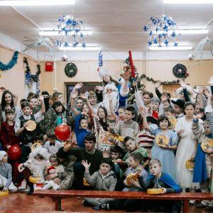 фото Волонтеры устроили новогодний праздник для детей в Медновском интернате
