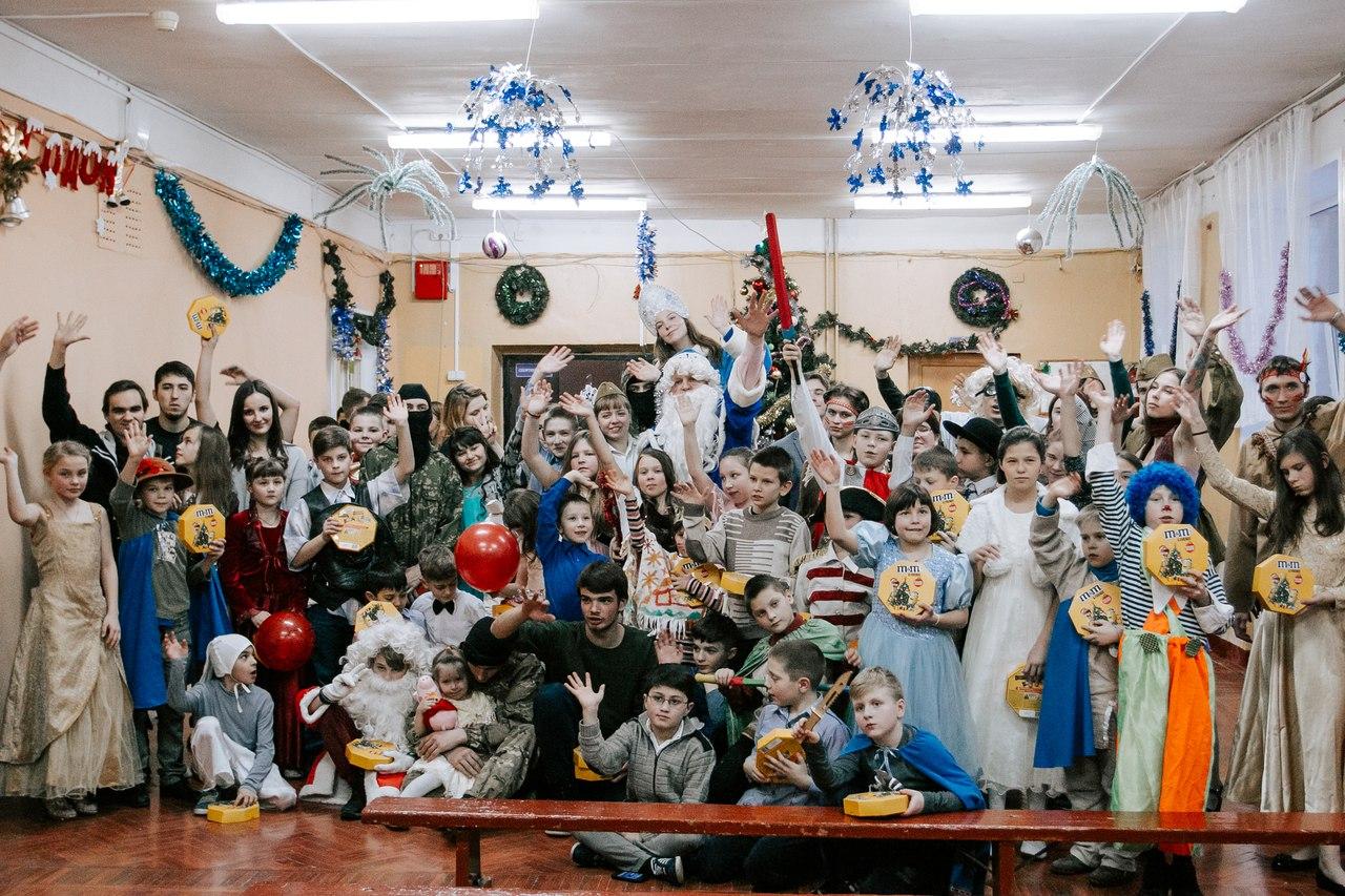 Волонтеры устроили новогодний праздник для детей в Медновском интернате