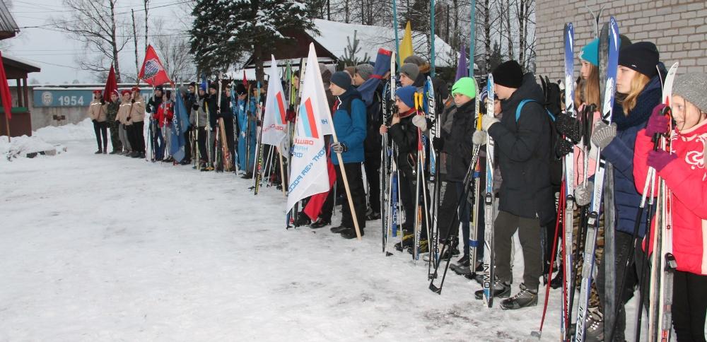 Школьникам в Нелидово организовали лыжный пробег по местам боевой славы