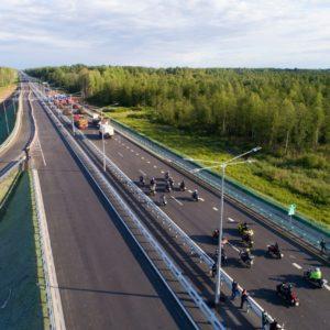 фото Более 30 тысяч транспортных средств проехало по новому сквозному участку трассы М-11 «Москва-Санкт-Петербург» за три дня