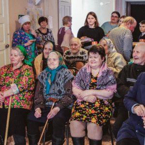 фото Волонтеры организуют праздник к Дню пожилого человека в доме-интернате для престарелых в д.Жерехово