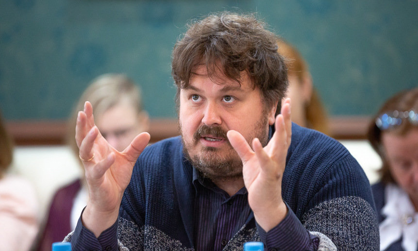 """В Тверь в рамках проекта """"PRO театр"""" приедет известный критик и театровед Павел Руднев"""