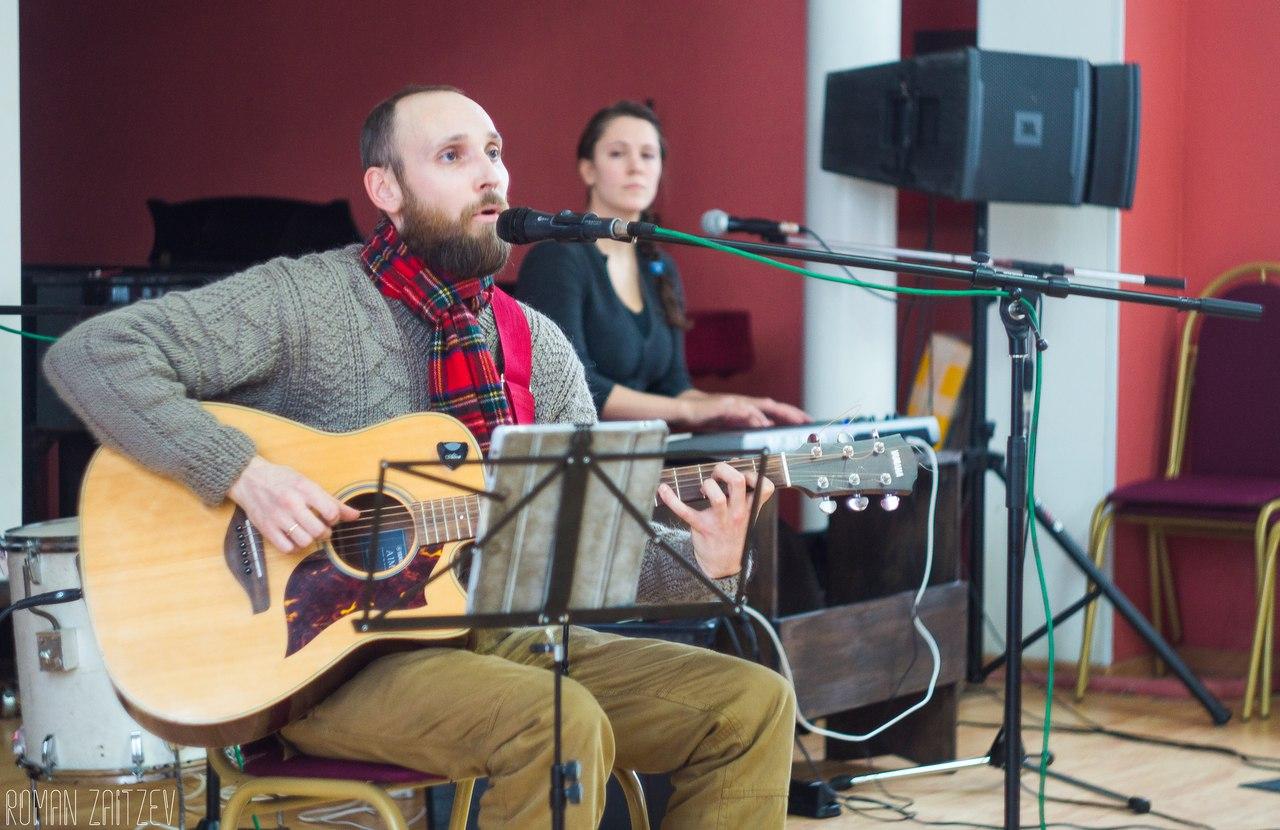 Тверичей приглашают на лирическую музыкальную программу Ильи Аносова