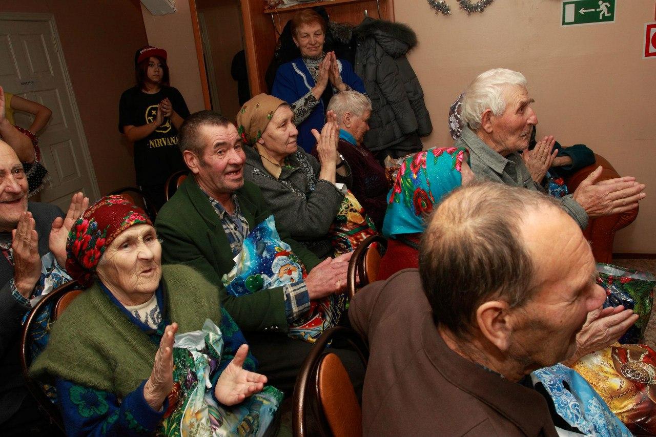 В Тверской области волонтеры собирают подарки для одиноких бабушек и дедушек из дома-интерната