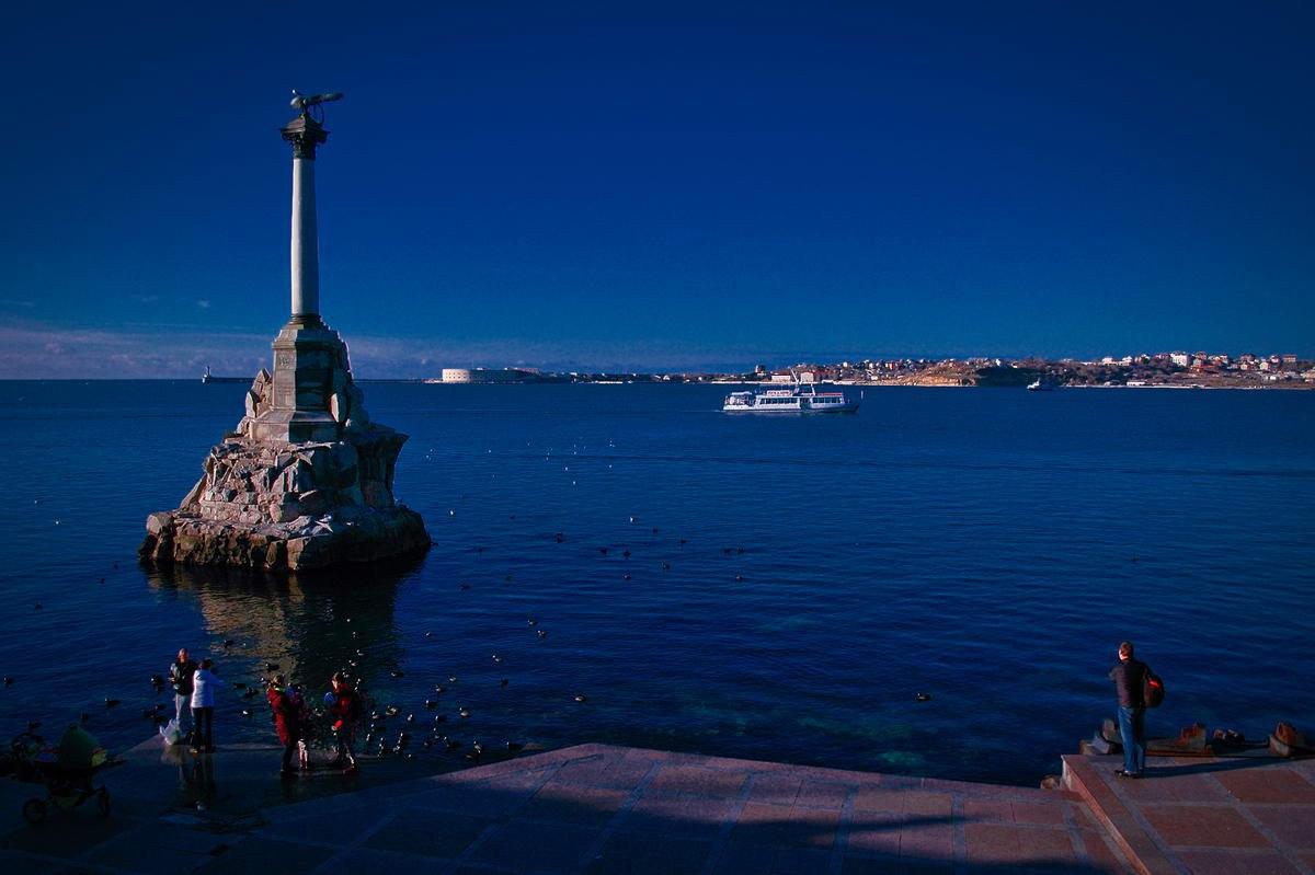 Тверичам представят Крым в фотографиях Владимира Комарова