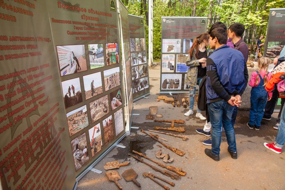 На открытой площадке Музея Победы 9 мая представили реликвии, найденные на местах сражений, в том числе и в Тверской области